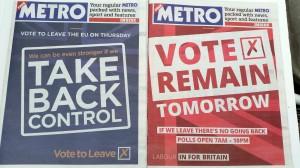 離脱派(左)残留派(右)が『メトロ紙』に出した全面広告。オモテ表紙にもウラ表紙にも